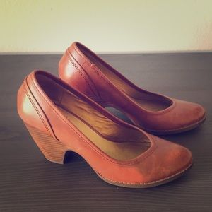 Brown vintage style leather pumps